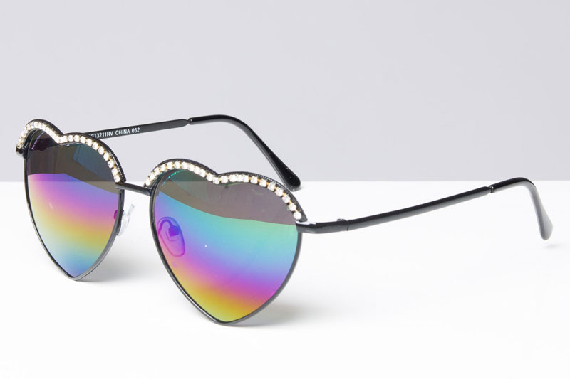Diamond-Heart-Shaped-Sunglasses-crop