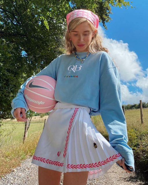 girl wearing vintage sweatshirt and skirt
